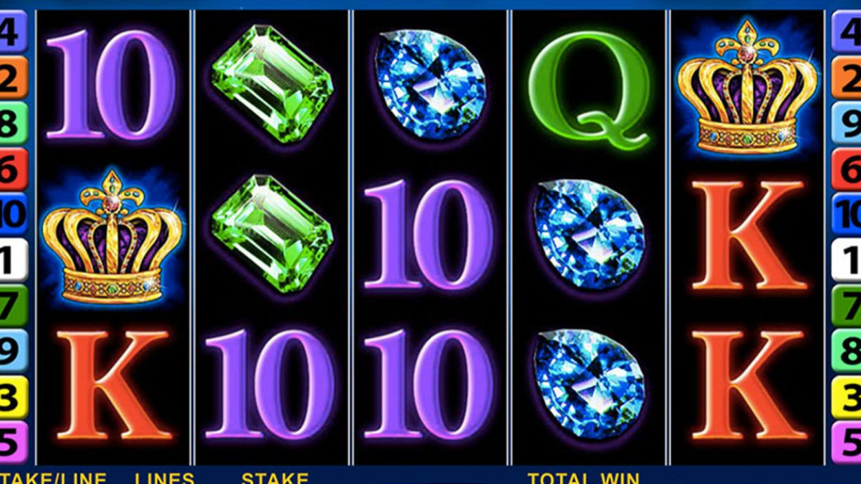 Title screen for Crown Gems slot game